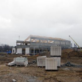 budowa hali sportowej z drewna klejonego