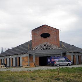 kościół z drewna klejonego